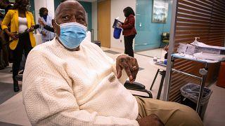 L'ex star del baseball, Hank Aaron, si vaccina in Georgia il 5 gennaio scorso. Aaron fa attività di sensibilizzazione sull'importanza del vaccino nella comunità afroamericana