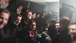 Des détenus dans un fourgon de police en Russie