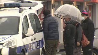 """Polícia francesa faz """"jogo do gato e do rato"""" com ciganos"""