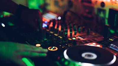 DJs across the world are being encouraged to use natural sounds in a new competition