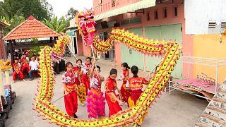 رقصندههای زن ویتنامی و مبارزه با یک سنت مردانه