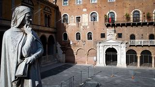 Dante Alighieri (1265-1321) olasz költő, filozófus szobra Veronában