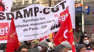 شاهد: مظاهرات حاشدة في فرنسا للتنديد بتراجع ظروف العمل والخدمات العامة وارتفاع البطالة