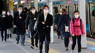 الشركة كانت تعمل بالفعل على النظام قبل تفشي الفيروس، استجابة لمطالب معينة في اليابان، حيث يعتبر ارتداء الكمامات في الحياة اليومية هناك شائعاً أثناء مناسبات عدة ولأغراض متعددة.