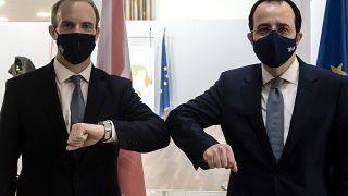 Raab Kıbrıs ziyareti sırasında Rum Yönetimi Dışişleri bakanı  Nicos Christodoulides ile de görüştü