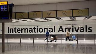 """المسافرون القادمون من الدول المدرجة على """"القائمة الحمراء"""" سيعزلون أنفسهم في غرفة فندقية معتمدة لمدة 10 أيام، بدءاً من 15 فبراير"""