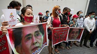 متظاهرون ضد انقلاب ميانمار