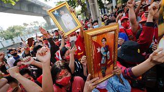 Myanmar'da Aung San Suu Kyi'nin serbest bırakılması için düzenlenen eylem