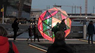 شاهد: إضاءة المعالم المعمارية في كوبنهاغن ضمن مهرجان الأضواء السنوي