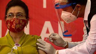 Endonezya'da Sinovac'ın geliştirdiği aşının 60 yaş üzerinde kullanımına onay
