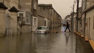 شاهد: إجلاء السكان من بلدة غارقة في جنوب غرب فرنسا