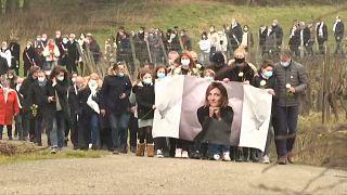 شاهد: مسيرة بيضاء حاشدة تكريما لذكرى مديرة موارد بشرية  اغتيلت في شرق فرنسا