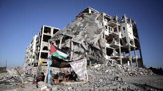 أحد أبراج الندى المدمرة في بلدة بيت لاهيا شمال قطاع غزة.