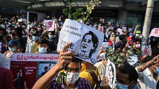 Revolución contra el golpe militar en Myanmar: cientos de personas vuelven a las calles