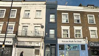 95 m², su 5 piani e per 180 cm di larghezza. La casa più stretta di Londra è in vendita
