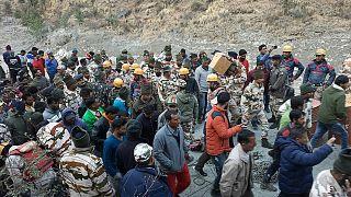 Mitglieder der indo-tibetischen Grenzpolizei nach der Sturzflut im Norden Indiens