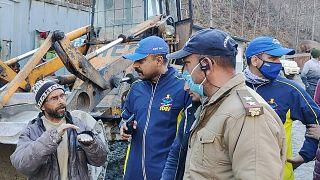 Élve is előkerülnek emberek az indiai gleccserpusztítás után