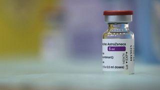 Φιαλίδιο με το εμβόλιο της AstraZeneca