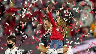 Tom Brady feiert den Super Bowl Sieg mit seinen Kindern