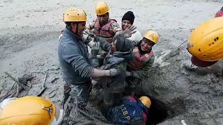 Um dos trabalhadores resgatados de túnel na Índia