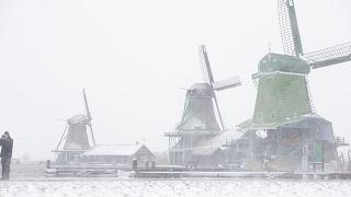 Tempestades deixam Europa vestida de branco