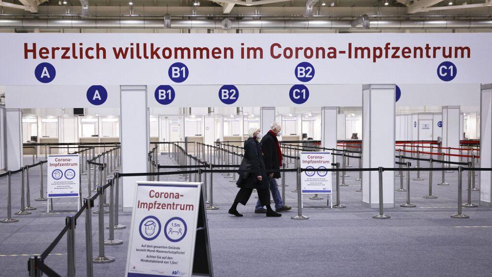 """Wer ist umstrittener Mediziner Stöcker, der """"beste Impfung gegen Covid-19"""" getestet haben will?"""