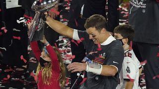 Ο θρύλος του αμερικανικού ποδοσφαίρου Τομ Μπρέιντι κατακτά το δέκατο Super Bowl στην καριέρα του