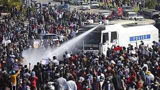 Myanmar: Zehntausende protestieren gegen Militärputsch