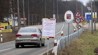 Figyelemfelhívó tábla az cseh-osztrák határon