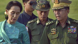 Aung San Suu Kyi ve Myanmar Genelkurmay Başkanı Min Aung Hlaing