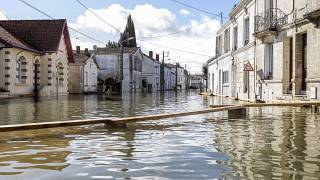 Eine überschwemmte Straße in Saintes.