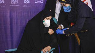 بدء حملة التلقيح ضد فيروس كورونا - إيران