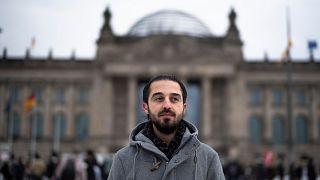 """طارق الأوس.. السوري الذي يسعى إلى التحدث بـ""""صوت من لاصوت لهم"""" في انتخابات ألمانيا البرلمانية"""