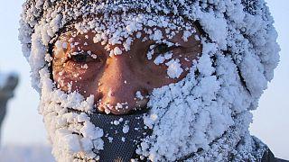 Mann im kältesten Ort Sibiriens: Oimjakom