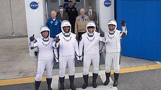 Astronotlar Mike Hopkins, Victor Glover ve Shannon Walker ile Japonya Uzay Araştırma Ajansından Soichi Noguchi