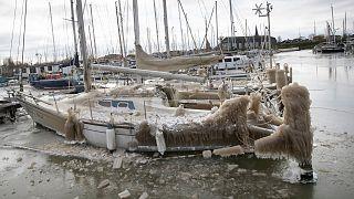 یخ زدن قایقها در هلند در اثر سرمای شدید هوا