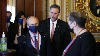 ديفيد شوين، إلى اليسار، وبروس كاستور جونيور محاميان الرئيس السابق دونالد ترامب.