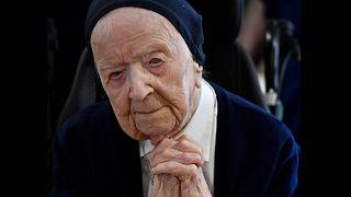 """116 yaşında olan """"Avrupa'nın en yaşlı kişisi"""" emekli rahibe Lucille Randon'un gözleri görmüyor."""