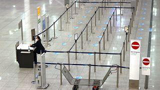 صورة أرشيفية من داخل مطار فرانكفورت