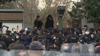 تركيا: الشرطة تطوّق مدخل الجامعة
