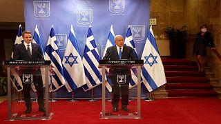 رئيس الوزراء الإسرائيلي بنيامين نتنياهو، ورئيس الوزراء اليوناني كيرياكوس ميتسوتاكيس أثناء مؤتمر صحفي في القدس 8 فبراير 2021