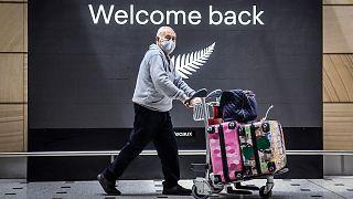 مسافر عائد إلى أستراليا