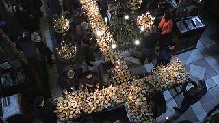 طقوس كنسية لمباركة جرار العسل في بلغاريا