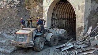 عملیات نجات کارگران به دام افتاده در تونل در شمال هند