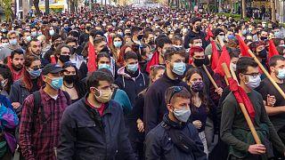 Gli studenti manifestano nel centro di Atene contro la riforma dell'istruzione di Nea Dimokratia.