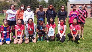 """Football for Friendship zeichnet bolivianische """"Superfrauen""""-Mädchen-Akademie aus"""