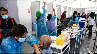 صورة من الارشيف - التطعيم بلقاحات مضادة لفيروس كورونا
