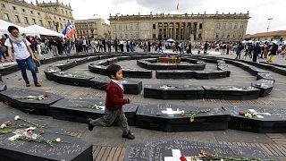 تابوت نمادین قربانیان درگیریها در کلمبیا