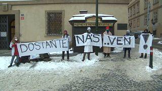 Школьники на митинге в Праге
