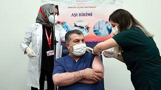Sağlık Bakanı Fahrettin Koca, CoronaVac aşısının 2. dozunu Ankara Şehir Hastanesi'nde yaptırdı